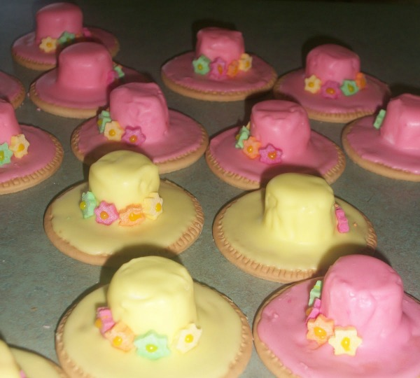 marshmallow-hats