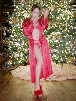 mariah-carey-christmas-robe