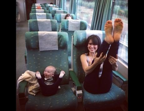 hilaria-baldwin-baby-yoga