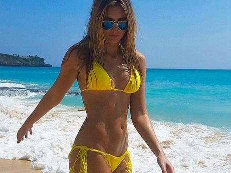 laura-dundovic-bikini