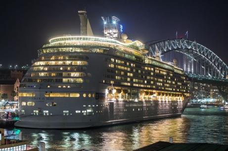 voyager-of-the-seas-at-circular-quay